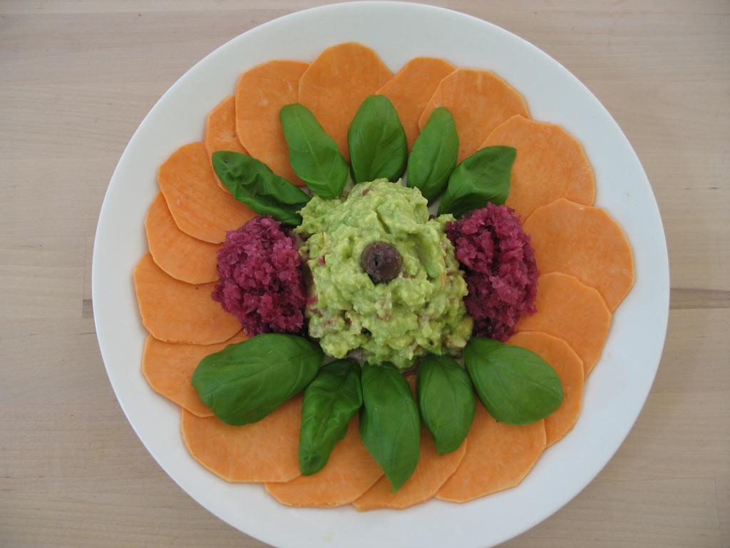 Süßkartoffeln mit Avocadocreme und Rotkohlsauerkraut
